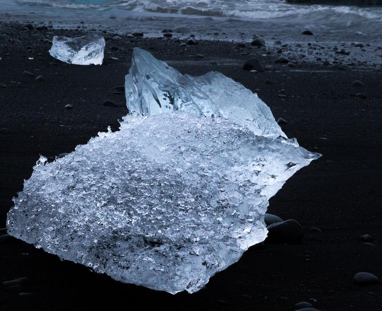 Iceberg on Jökulsárlón Iceberg Beach #01