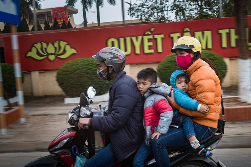 Family on Bike Phuong Tri, Viet Nam