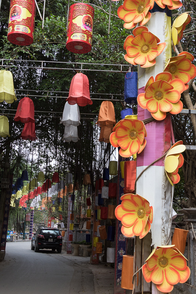 Outside Chua Oong Dau Temple