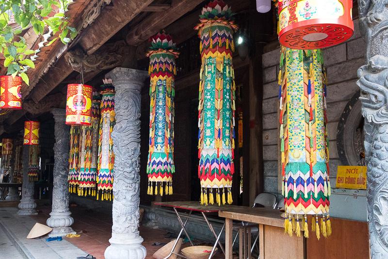 Inner courtyard Chua Oong Dau Temple
