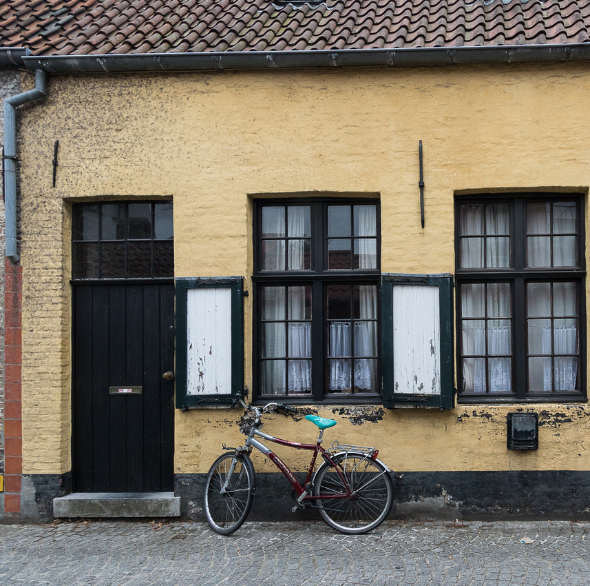 Yellow house and bike, Bruges