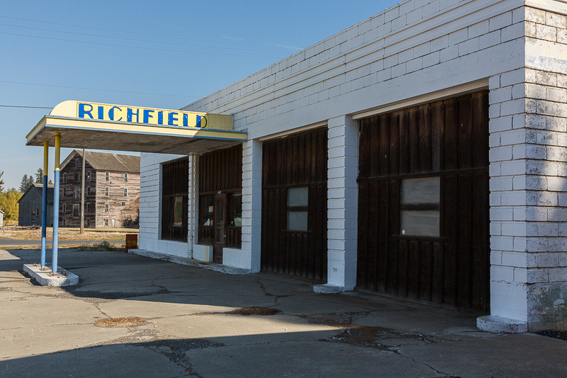 Abanonded gas station, Oakesdale